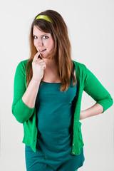Mädchen mit finger im Mund