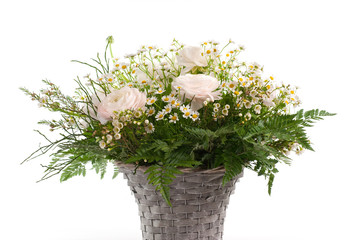 fiori di campagna nel cestino