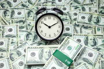 billetes y despertador