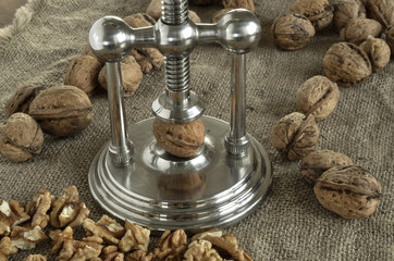 nutcracker walnuts