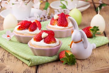 Cupcakes mit Erdbeeren zu Ostern