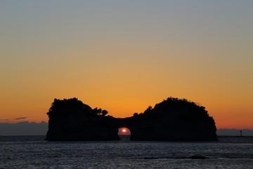 円月島に沈む夕日