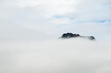 Gipfel in Wolken #6417