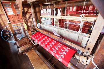 eaving silk fabric by method and machine traditional