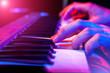 Leinwanddruck Bild - hands of musician playing keyboard