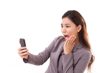 stunned business woman receiving bad news from her smart phone o