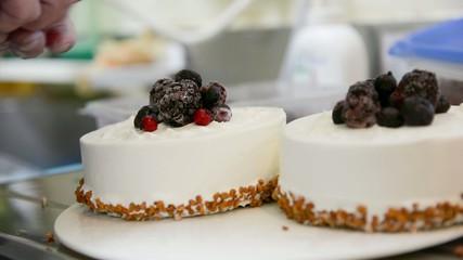 ケーキを飾る