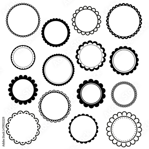 Set of round scalloped frames - 79152229