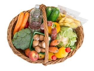 Einkaufskorb mit Lebensmitteln Obst und Gemüse.
