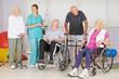 Krankengymnastik mit Senioren im Pflegeheim