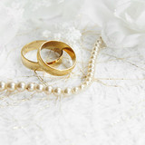 Two golden wedding rings with seamless flower decorations - 79169432