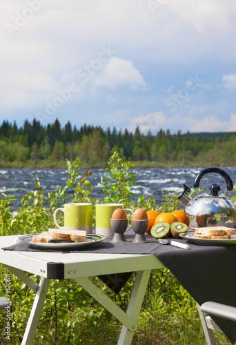 Aluminium Picknick Campingfrühstück am Fluß