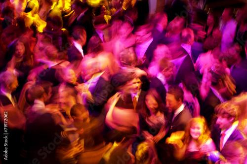 Leinwanddruck Bild tanzende Menschenmenge
