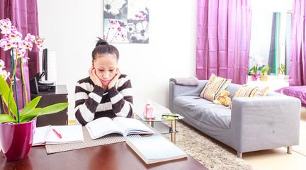 Maahanmuuttaja opiskelee