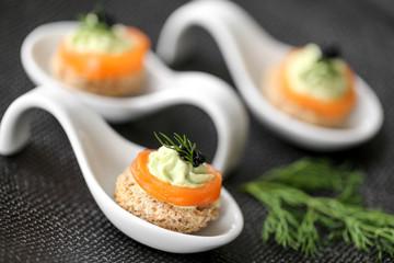 cuilères saumon & mousse d'avocat 3