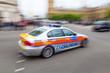 roleta: Polizeiwagen in London in Bewegungsunschärfe