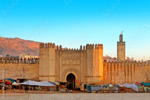 Tuinposter Historisch geb. Gate to ancient medina of Fez, Morocco