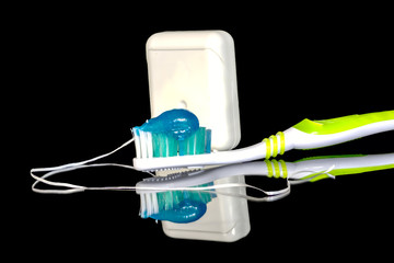 Mouth health with the right toothpaste and dental floss