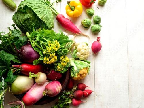 カラフルな根野菜と菜の花