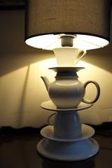 Lampe en forme de théière.