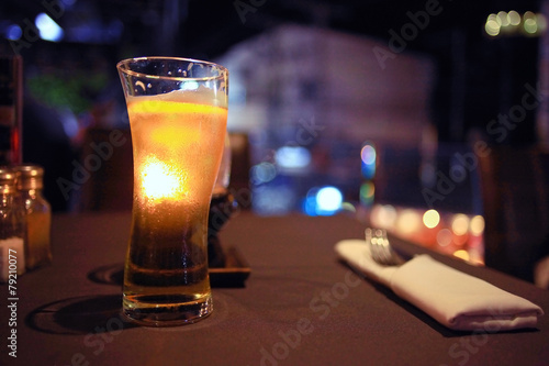 Papiers peints Table preparee glass of beer in a restaurant