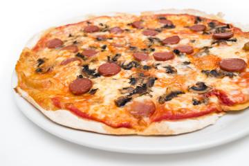Pizza wurstel e funghi