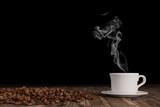 Fototapety Frischer Kaffee dampft aus einer Tasse
