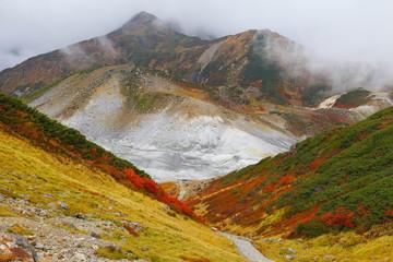 立山 奥大日岳と地獄谷の紅葉