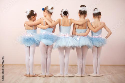 Leinwanddruck Bild Group of five little ballerinas