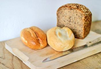 Dinkel Brot und Weizen Brötchen