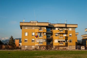 Facciata palazzi pololari, immobili residenziali