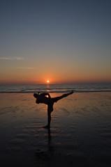Kickboxtraining im Sonnenuntergang
