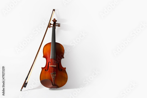 Violin and bow on white background - 79273219