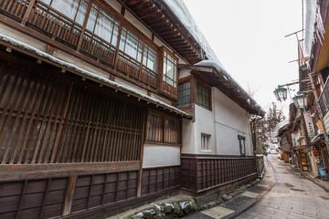 日本 長野 渋温泉街の石畳 The wooden building where Japanese  Shibu Onsen