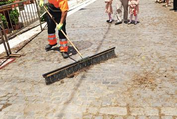 Barrendero del servicio municipal de limpieza