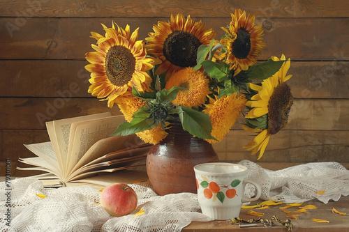 Fotobehang Zonnebloemen натюрморт с букетом подсолнухов