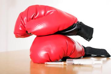 Boxhandschue mit Spritze