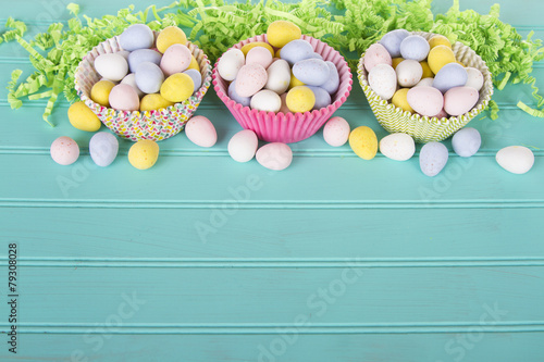 Foto Spatwand Snoepjes Easter Candy in colorful cupcake wrappers