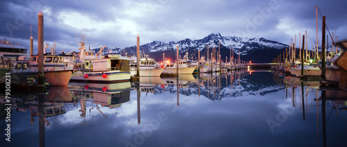 Leinwanddruck Bild Boats on Smooth Resetrection Bay Seward Alaska Harbor Marina