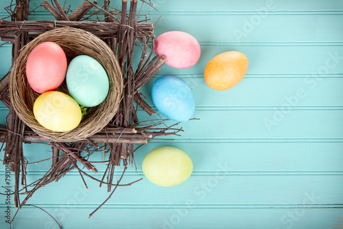 Foto op Plexiglas Egg Dyed Easter eggs in a nest