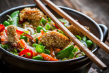 Chicken with sesame with vegetables and noodles - 79309048