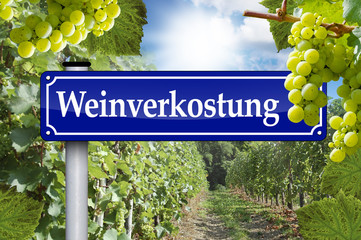 Wegweiser in Antik mit Weinverkostung