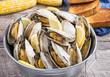 Leinwanddruck Bild - Bucket of steamed clams