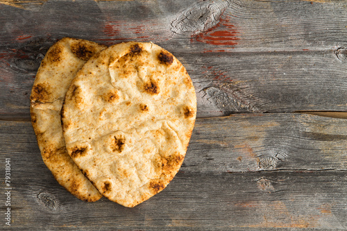 Foto op Plexiglas Brood Simply delicious baked naan flatbreads on Picnic Table
