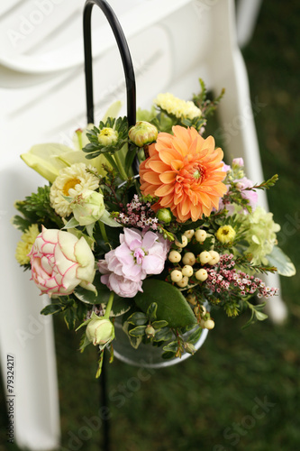 Fotobehang Dahlia Floral Arrangement Along the Wedding Aisle