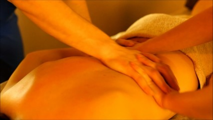 the back massage four hands in the warm atmosphere of the salon
