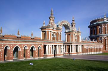 Москва. Царицыно. Галерея с аркой.