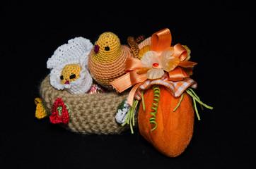Cestino con pulcini di Pasqua
