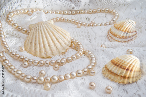 Shells and pearls - 79335647