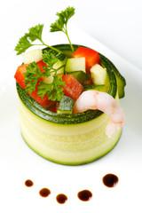 Zuchhini Salat mit Tomaten, Balsamico und Shrimps